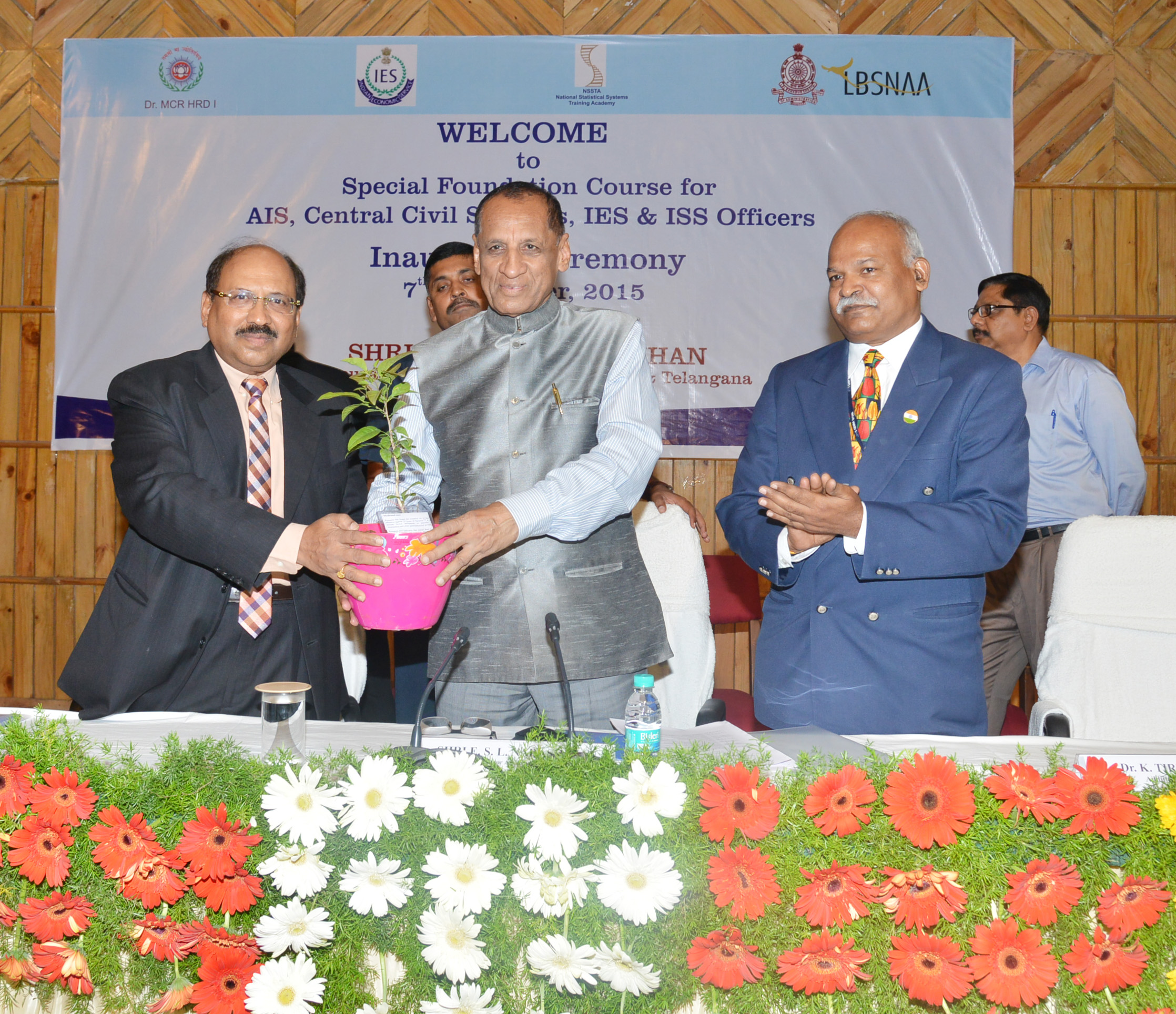 Governor ESL Narasimhan Is Seen Inaugurating The Special Foundation Course For All India Services & Central Civil Services Officers At Dr.MCRHRDI,Hyderabad On 07-09-2015.